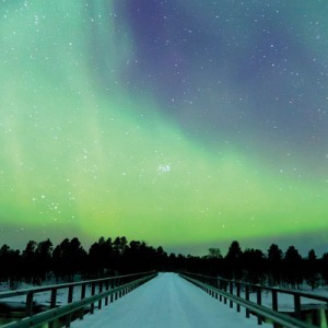 2013-10-21-10-06-00-aurora-borealis-golden-eagle