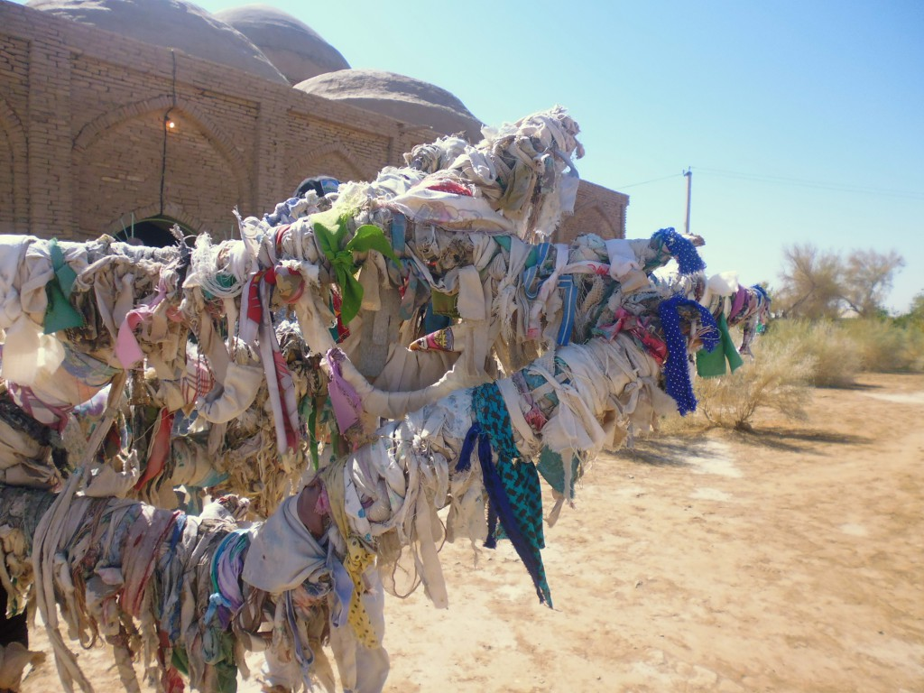 Symbolic ribbons in the Merv desert