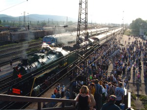 Crowds at Vikhorevka station awaiting the BAM 2000 Steam Express